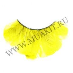 Ярко-желтые перьевые ресницы
